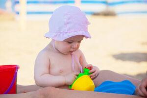 baby på strand