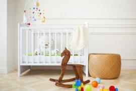 Er der ikke plads til babysengen mere? Få den opbevaret og spar plads!