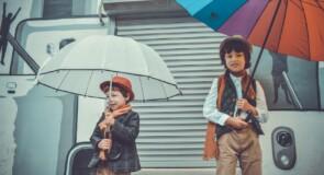 Lad dit barn få glæde af en smart paraply til leg og regnvejr