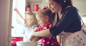 Få børnene med ind i køkkenet