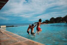 3 gode tips til en budgetvenlig ferie med børnene
