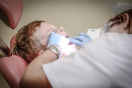 Tandpine hos børn kan være værre end, den forældrene oplever