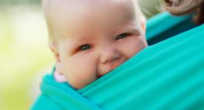 En fastvikler giver dig et meget tættere forhold til din baby end en barnevogn