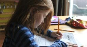 Har dit barn problemer med at klare lektierne? Få online lektiehjælp
